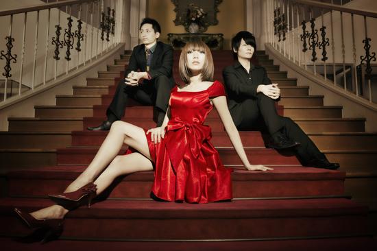 黒木渚、豪華ミュージシャンが多数参加の処女作『あたしの心臓あげる』リリース