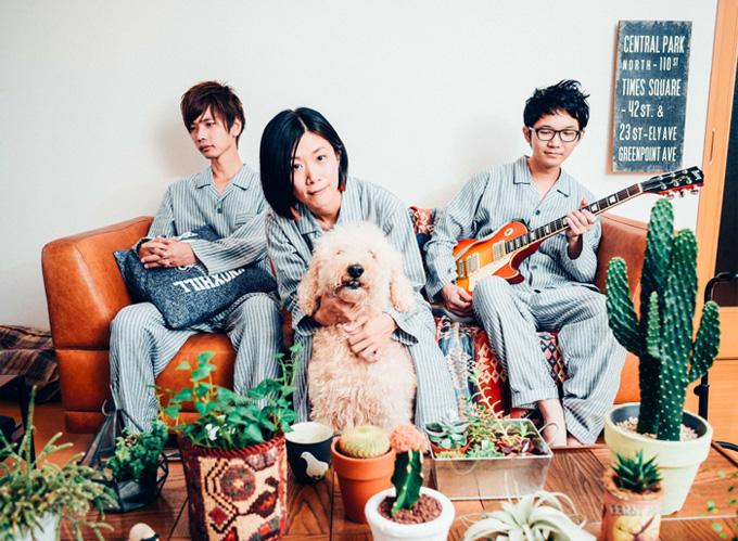 埼玉在住の3ピース・ギター・ロック・バンド スカーフ、とみー(Dr)の手術が無事成功。来年1/20リリースのミニ・アルバム『やさしい音楽』より「ライフ」のMV公開