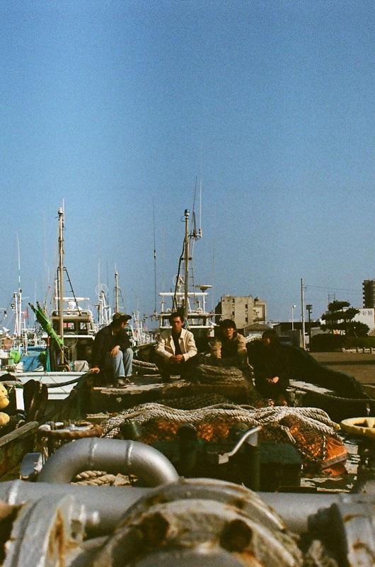 変幻自在のギター・ポップ・バンド MONO NO AWARE、3/2にデビュー・アルバム『人生、山おり谷おり』リリース決定