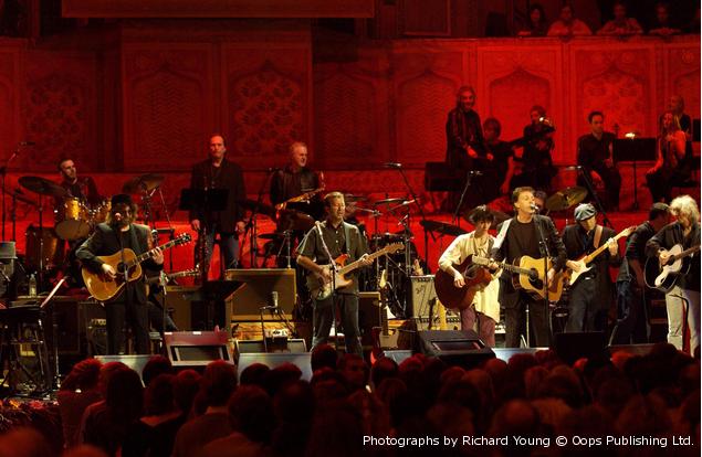 故George Harrison、生誕75周年を祝し2002年開催のトリビュート・コンサート『Concert For George』が初ヴァイナル化含む4形態で2/23リリース決定