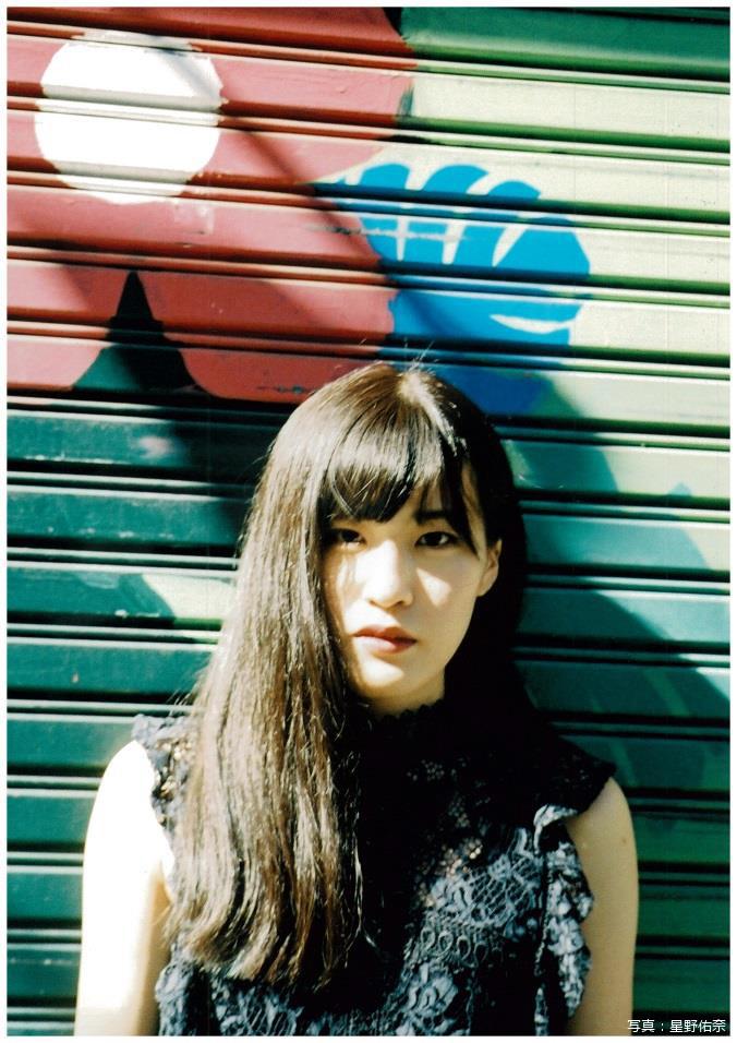 浜松在住の現役女子大生SSW 鈴、本日9/26リリースの1stフル・アルバム『ベランダのその先へ』より「ワンルーム・ワールド」MV公開