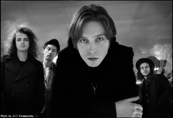 CATFISH AND THE BOTTLEMEN、新曲「Longshot」MV公開。配信もスタート