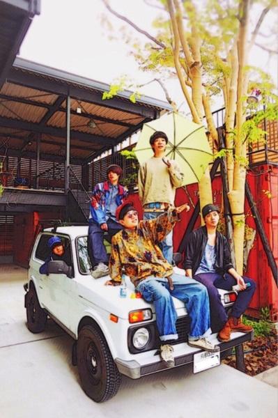 京都発新鋭バンド 浪漫革命、3/6リリースの1stフル・アルバム『NEW ISLAND ROMANCE』ジャケ写公開。リリース・ツアー詳細も発表