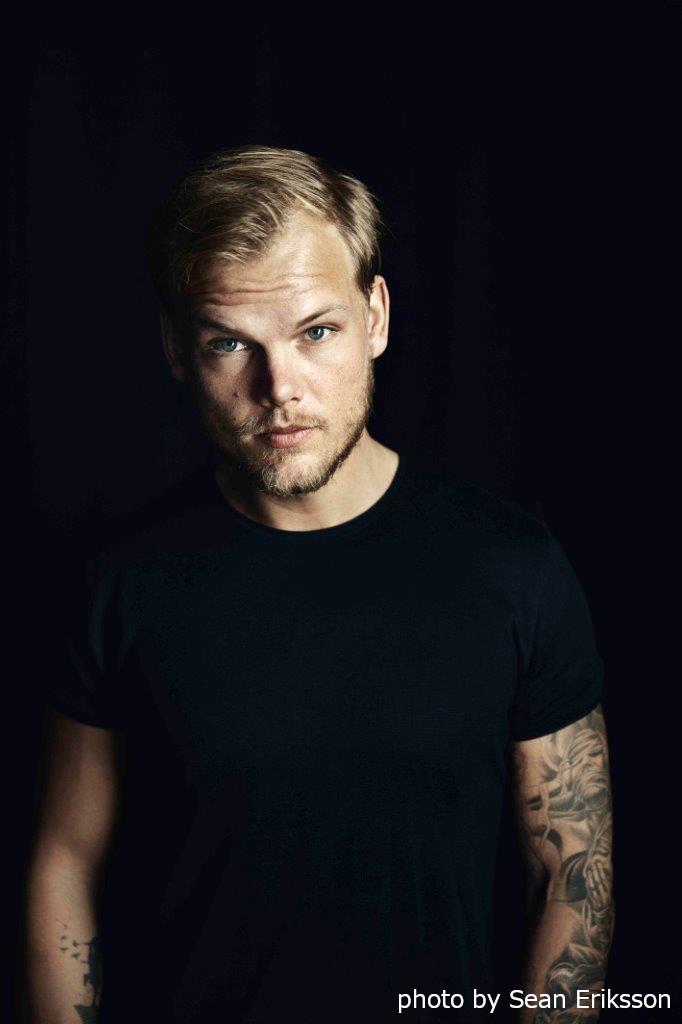 AVICII、ニュー・アルバム『Tim』よりChris Martin(COLDPLAY)参加曲「Heaven」トリビュート・ビデオ公開