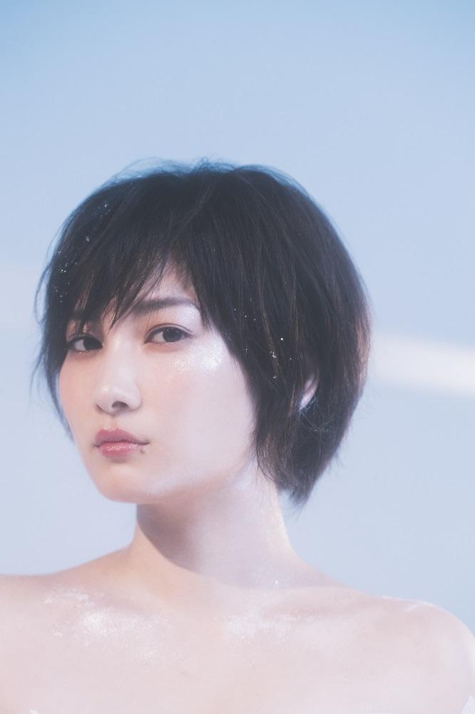 佐藤千亜妃、11/13リリースの1stソロ・アルバム『PLANET』より「キスをする」スタジオ・ライヴ映像公開