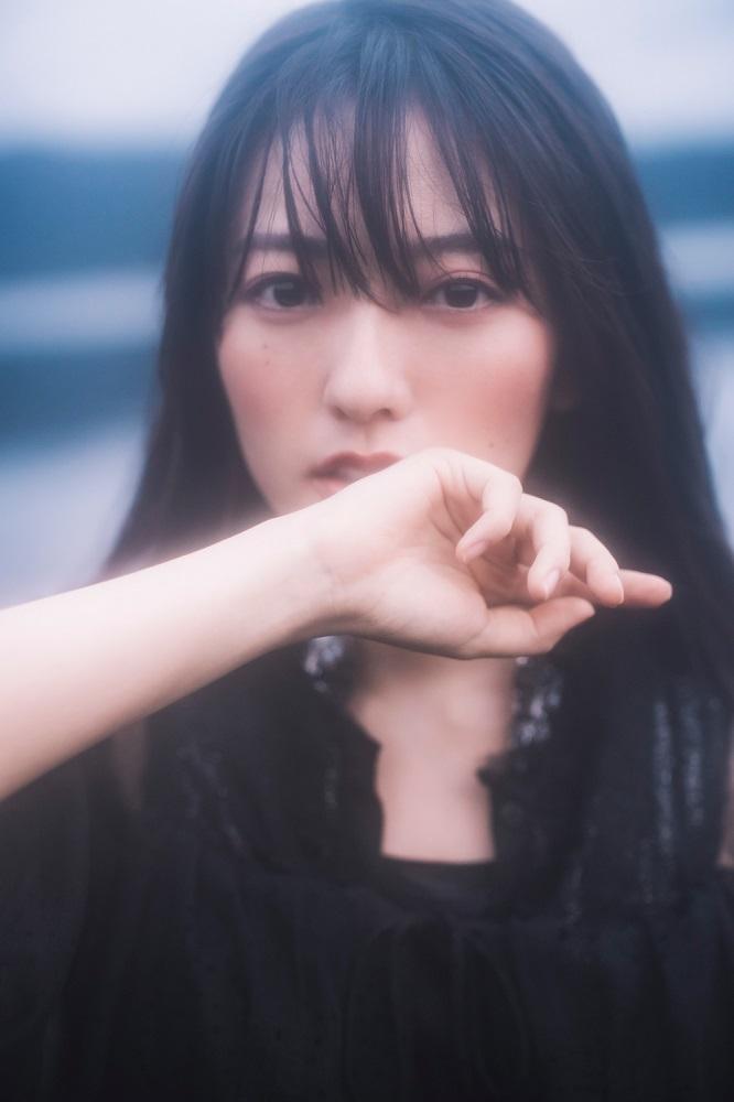瀧川ありさ、ミニ・アルバム『prism.』発売日の本日11/18に初のリリック・ビデオ「嫌いだ」プレミア公開