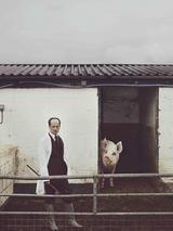 Matthew Herbert「ONE PIG ライヴ」の詳細判明!「豚日記」日本語版&最新アー写(with豚)を公開!