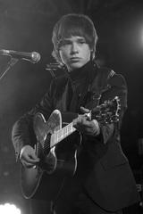 Alan McGeeの新レーベルからデビューしたUKロック・シーン最注目の15歳John Lennon McCullagh、1/22にデビュー・アルバム国内盤をリリース