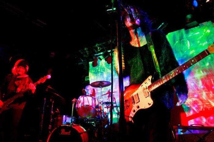 Montecarlo Scrap Flamingo、最新アルバム『Hollow』より「FREE FALL」のMV公開。アルバム全曲試聴ができるトレーラー映像も3本公開