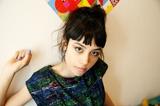 日仏ハーフ宅録系シンガー・ソングライター Maika Leboutet、12/3に1stソロ・アルバム『100(momo)』リリース決定。ジャケット&トレーラーも公開