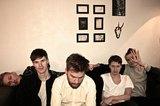 北欧のTHE STROKESと称されるスウェーデンの5人組 OH MY!、1stアルバム『Slow Moves』より初来日ツアーの映像で構成された「Go With You」のMV公開