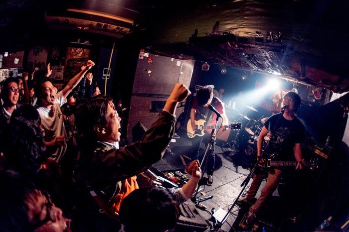 横須賀発4人組エモ・バンド weave × 京都の新鋭 fog、5/9に初台WALLで行ったリリース・ツアー・ファイナル公演のドキュメンタリー映像を公開