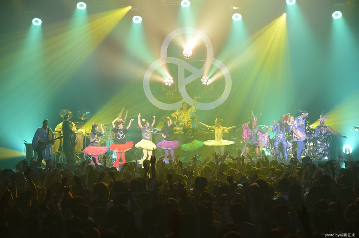 BASEMENT JAXX、チームしゃちほことのコラボ楽曲「Back 2 The Wild (Japanese version) feat. Team Syachihoko」のライヴ映像公開。配信もスタート
