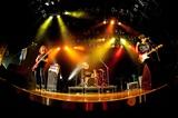 ユビキタス、11/18に初のフル・アルバム『記憶の中と三秒の選択』リリース&全国ツアー開催決定。収録曲「ガタンゴトン」のMV公開