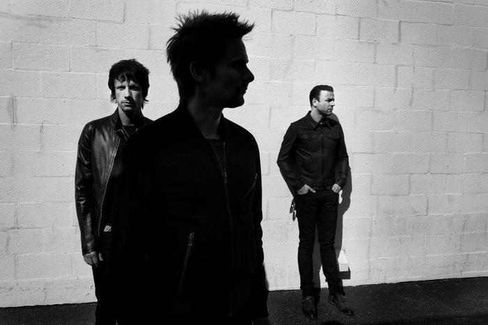 MUSE、最新アルバム『Drones』より、フランスのTV番組で披露した「Reapers」、「Mercy」のライヴ・パフォーマンス映像公開