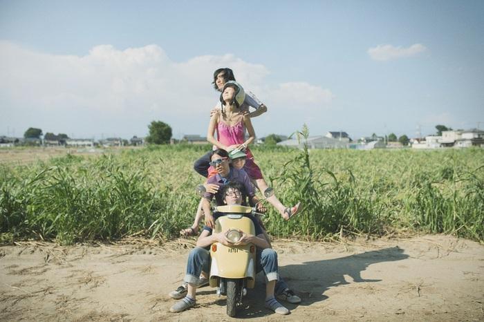 独自の活動形態をとる知的風ロック・バンド mothercoat、新曲「gods」のMVを突如公開
