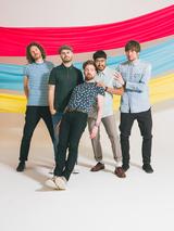 KAISER CHIEFS、10月リリースのニュー・アルバム『Stay Together』より「Parachute」のMV公開