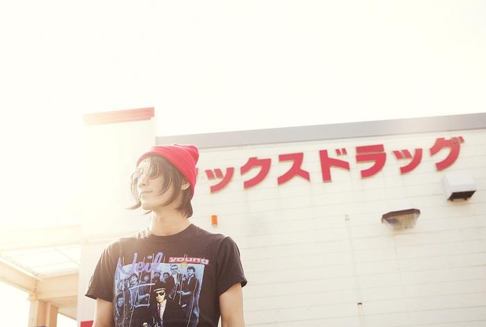 MO'SOME TONEBENDERの百々和宏(Vo/Gt)、3rdソロ・アルバム『スカイ イズ ブルー』の詳細発表。7/29にバンド編成でのワンマン・ライヴ開催