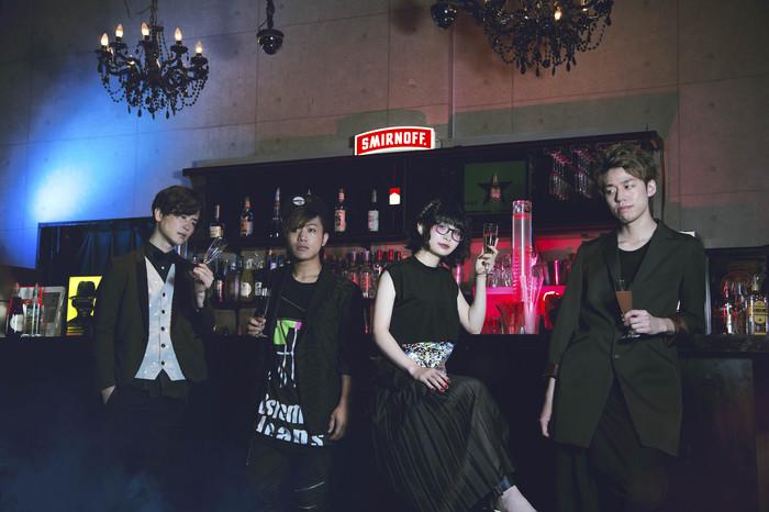 カラスは真っ白、9/21リリースの2ndフル・アルバム『バックトゥザフューチャー』より「魔法陣より愛を込めて」のMV公開