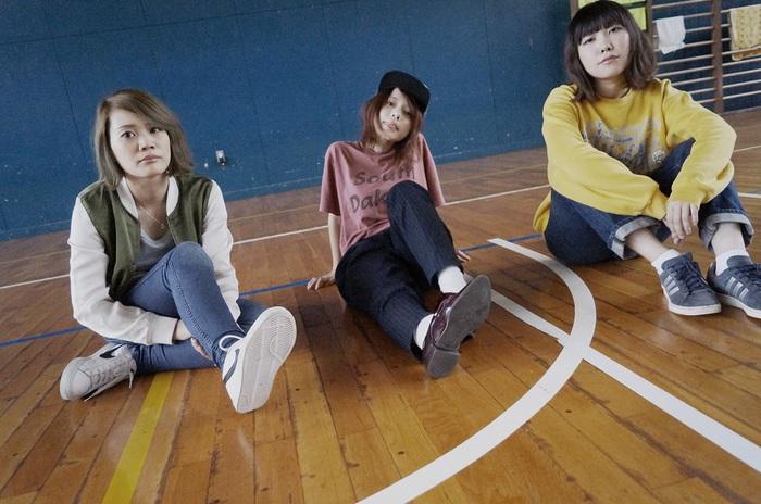 大阪発の新感覚ガールズ・バンド DIALUCK、11/12リリースの初の全国流通盤となる1stミニ・アルバム『A First Aid Kit』より加藤マニが監督を務めた「セーシュン」のMV公開