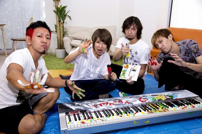横浜を中心に活動するピアノ・ロック・バンド I-RabBits、来年1/11リリースのニュー・ミニ・アルバム『アイクロニクル』のジャケット写真公開。下北沢ReGにてワンマン・ライヴ開催決定