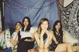 2月より来日するLA発の実力派女性4人組バンド WARPAINT、最新アルバム『Hands Up』より米TV番組で披露した「New Song」のパフォーマンス映像公開