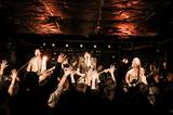 都内を拠点に活動する5人組ロック・バンド GRAND FAMILY ORCHESTRA、4/12にニュー・アルバム『YELLOW VALENTINE』リリース決定。レコ発ツアーの開催も