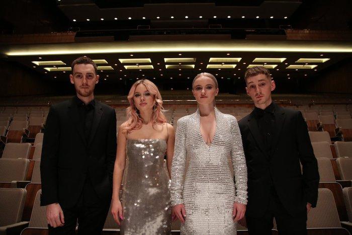 UK出身のエレクトロ・ユニット CLEAN BANDIT、美人シンガー Zara Larssonを迎えた新曲「Symphony」のMV公開