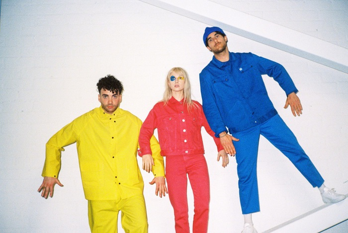 PARAMORE、5/24に4年ぶりニュー・アルバム『After Laughter』リリース決定。新曲「Hard Times」のMVも公開