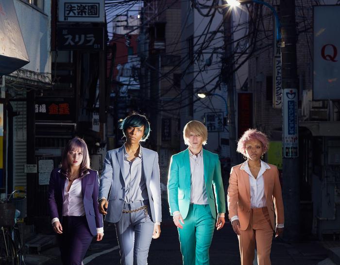 女王蜂、ニュー・アルバム『Q』より「アウトロダクション」のMV公開