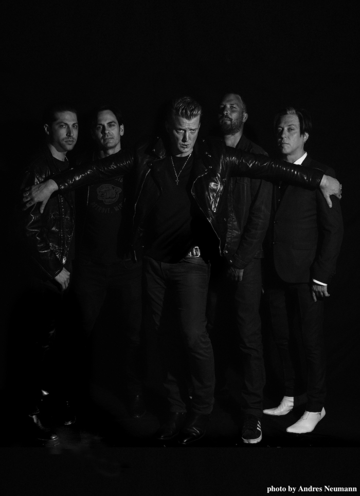 QUEENS OF THE STONE AGE、8/25リリースのニュー・アルバム『Villains』より「The Evil Has Landed」の音源公開