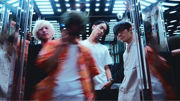 愛はズボーン、黒田征太郎が手掛けた1stフル・アルバム『どれじんてえぜ』のジャケット公開。岡崎体育とタッグを組んだ新曲も発表