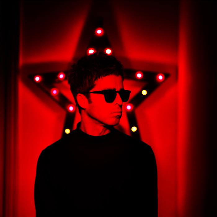 Noel Gallagher、本日ニュー・アルバム『Who Built The Moon?』を世界に先駆け日本先行リリースし、記念動画コメントを公開