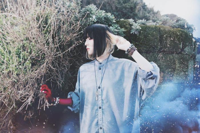"""ネット・シーン発の実力派女性シンガー""""majiko""""、ユニバーサル ミュージックへの移籍&来年3/7の新作リリース発表。新アー写も公開"""