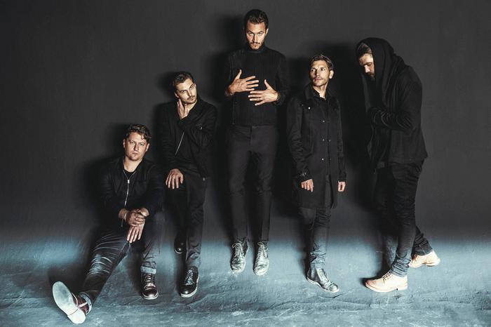 UKが誇る5人組ロック・バンド EDITORS、ニュー・アルバム『Violence』を3/9リリース決定。新曲「Magazine」MV公開