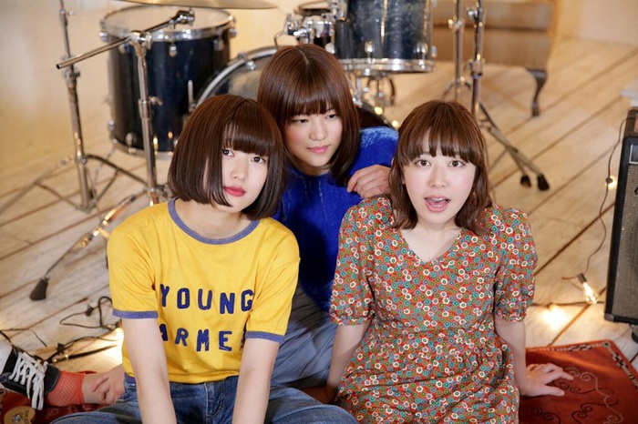平均年齢20歳の3ピース・ガールズ・バンドLucie,Too、2/7リリース・ミニ・アルバム『LUCKY』より「キミに恋」MV公開。北米ツアー&レコ発ツアー決定も