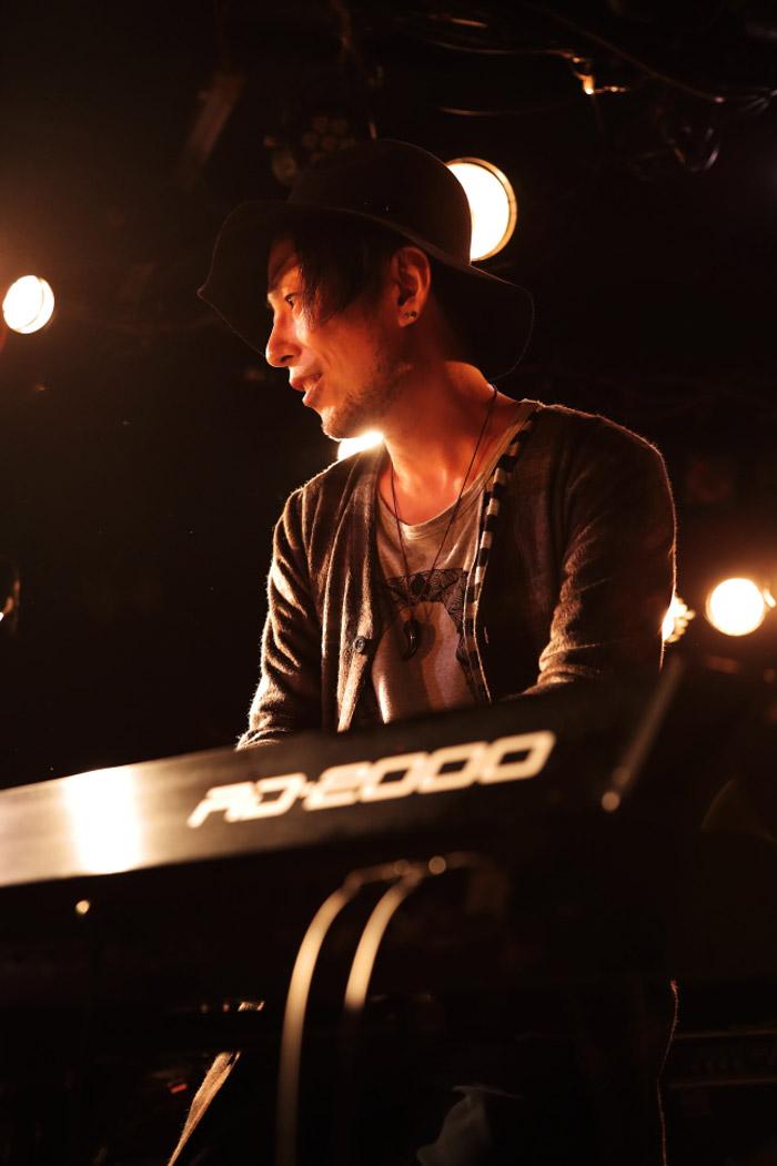 ピアノ・インスト界の風雲児ADAM at、5/9にニュー・アルバム『サイコブレイク』リリース決定。主催フェス&リリース・ツアー発表も