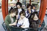 神戸出身の男女混合5人組バンド CRAWLICK、4/21リリースのライヴ会場限定シングルより表題曲「Q&A」MV公開