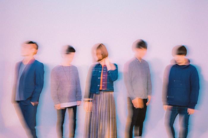"""紅一点5ピース・バンド""""SECONDWALL""""、6/6に1stフル・アルバム『Beautiful Lie』リリース決定。新ヴィジュアル公開も"""