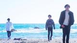 大阪発センチメンタル・ロック・バンド ザ・モアイズユー、会場限定シングル表題曲「海辺の足跡」MV公開。主演は元AKB冨手麻妙