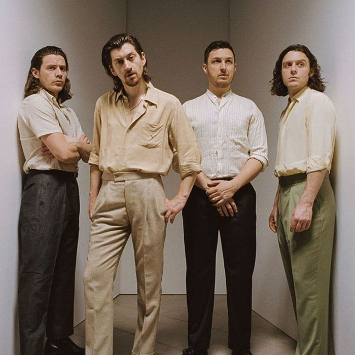 ARCTIC MONKEYS、ニュー・アルバム『Tranquility Base Hotel & Casino』より「Four Out Of Five」MV公開