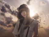 """クール・エモの新鋭 ASCA、5/9リリースのニュー・シングル表題曲「凛」MVフル公開。女優あわつまいが""""たったひとり生き残ってしまった世界""""で踊る"""