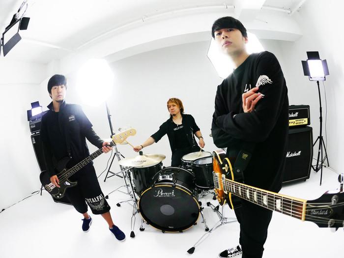 """高田雄一(ELLEGARDEN/MEANING)が新バンド""""MAYKIDZ""""結成。5/26に1stアルバム『9/Theories』リリース&ワンマン決定。トレーラー&「Hide And Seek」MV公開も"""