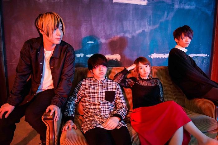 哀愁の女性Vo×攻撃的なロック・サウンドを鳴らす4人組 プルモライト、9/5に1stフル・アルバム『声彩を放つ』リリース決定。リード曲「赤色に狼狽」MV公開も