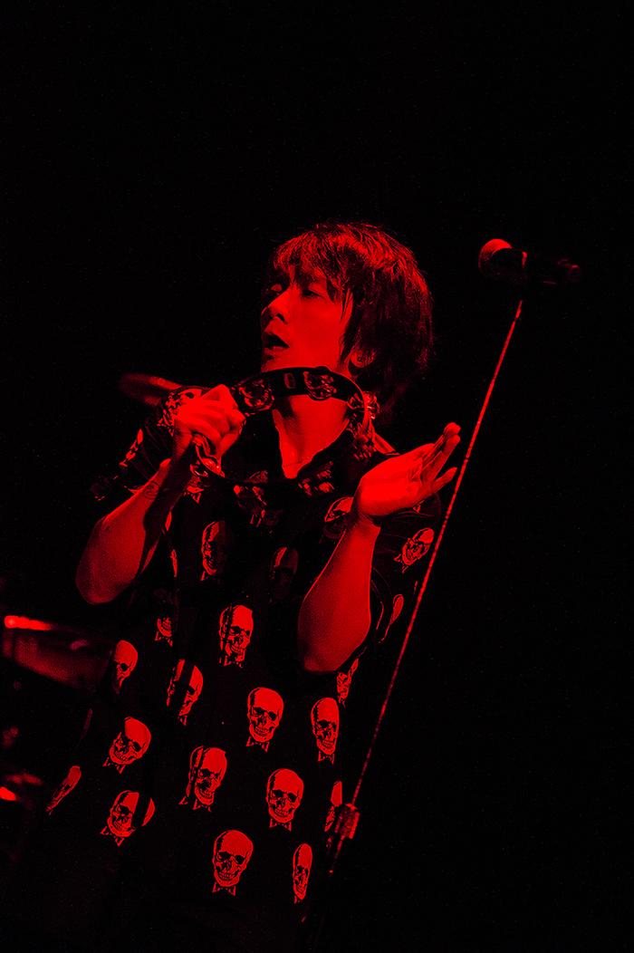 吉井和哉、6/13リリースのソロ・デビュー15周年記念アルバム撮り下ろしジャケ写公開&新曲タイトル決定。ライヴBlu-ray BOX『1228』詳細発表も