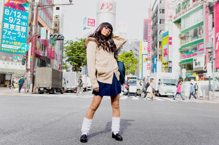 """ユイ・ガ・ドクソン(GANG PARADE)、""""強め黒肌ギャル""""とパラパラ踊る、ソロ・デビュー曲「Like a virgin」MV&ジャケ写公開。限定無料フル配信も"""