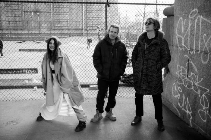 10月に来日するニューヨークの尖鋭的音楽集団 GANG GANG DANCE、6/22リリースのニュー・アルバム『Kazuashita』より「Young Boy (Marika In Amerika)」音源公開