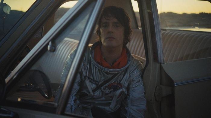 UKサイケデリック・ロックの至宝 SPIRITUALIZED、9/7に6年ぶりニュー・アルバム『And Nothing Hurt』リリース決定。新曲「I'm Your Man」MV公開も