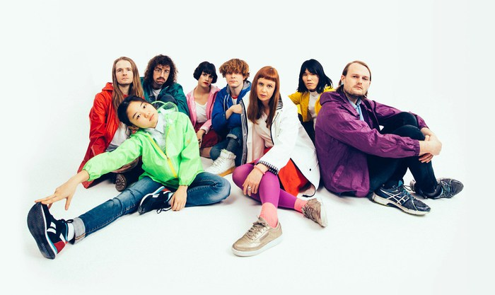 """FUJI ROCK FESTIVAL '18""出演決定の8人組多国籍バンド SUPERORGANISM、米セッション番組で披露した3曲のパフォーマンス映像公開"