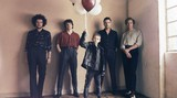 THE KOOKS、8/31リリースの4年ぶりニュー・アルバム『Let's Go Sunshine』より新曲「Fractured and Dazed」リリック・ビデオ公開